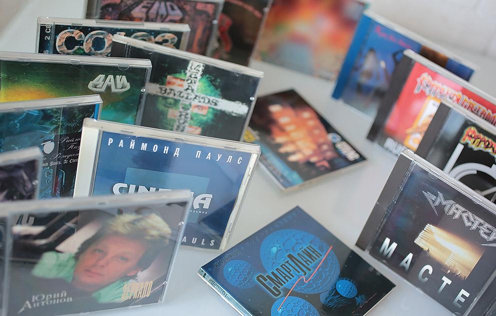 Оформление более 20 компакт дисков